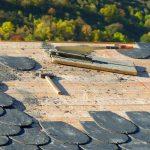 Faire nettoyer et entretenir sa toiture : pourquoi, quand et comment ?