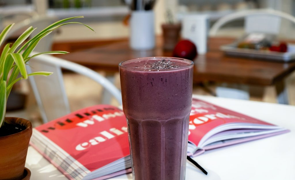 Smoothie fruit rouge bouquin