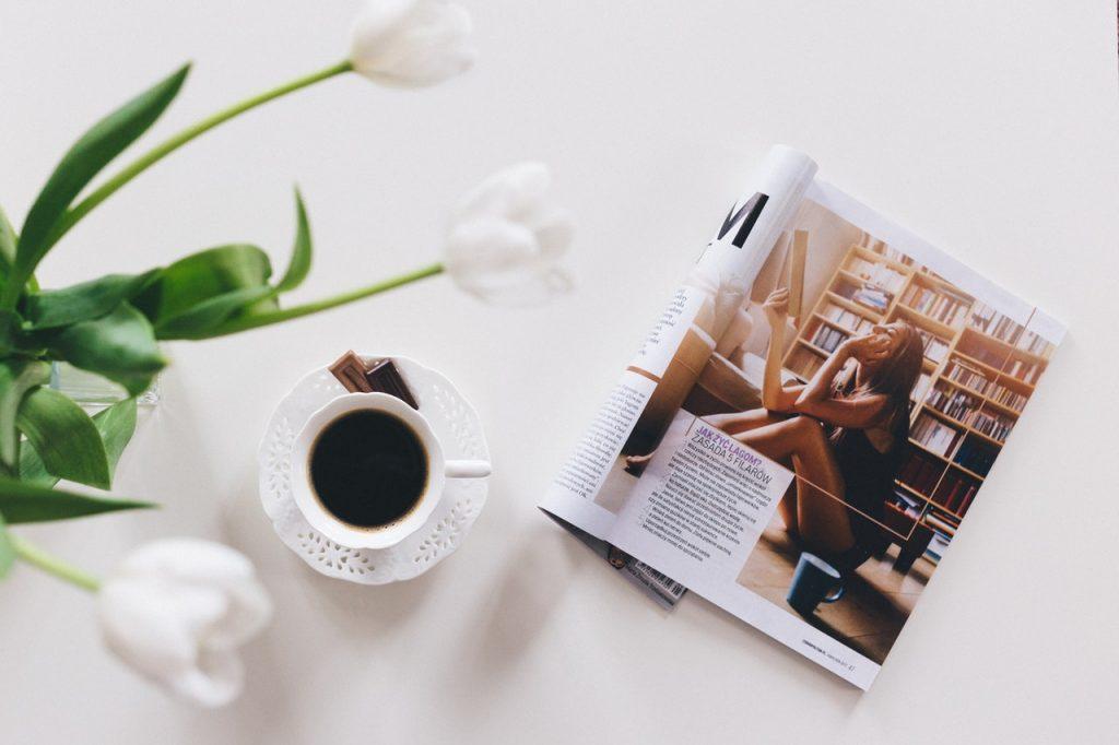 Tasse à café magazine fleurs