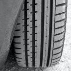 Voiture route et pneu